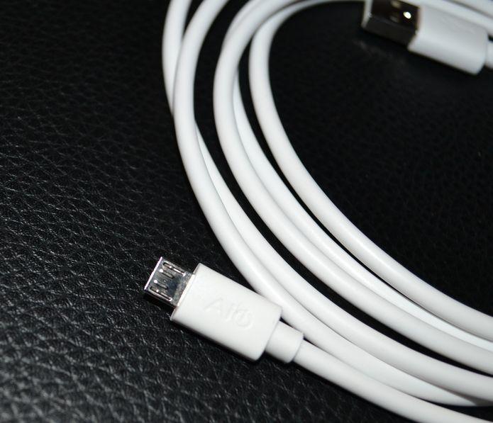 Le câble AUKEY CB-D9 en images ... Et en action  !
