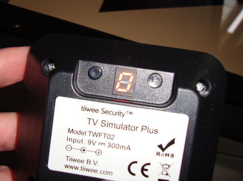 TIWEE TV SIMULATOR PLUS... Branchez la télé lorsque de vos absences  !