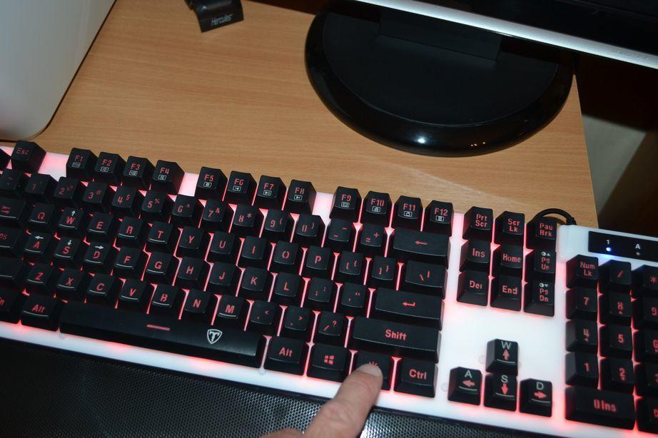 VTIN, Un clavier solide distribué par VICTSING