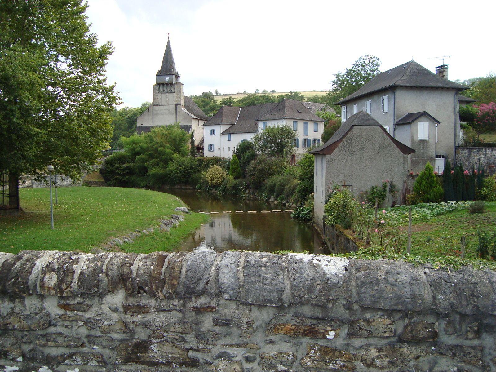 L'église et le bourg depuis le pont
