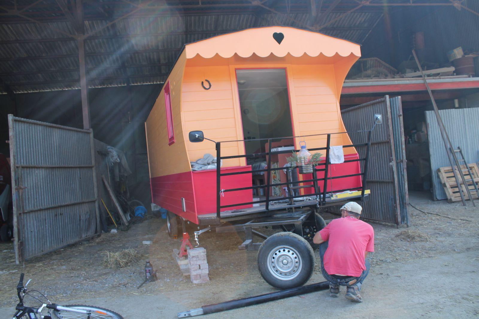 la maison qui roule sur les routes la recherche d 39 une vie nomade. Black Bedroom Furniture Sets. Home Design Ideas