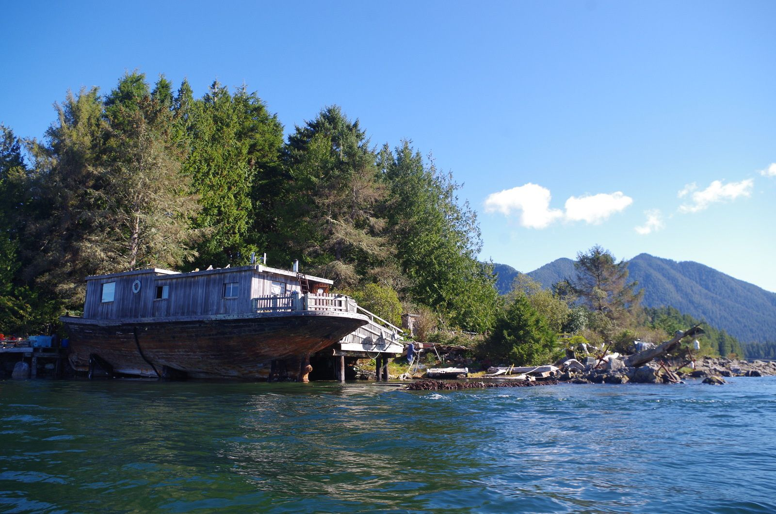 Tofino, houses-boat and floating workshop