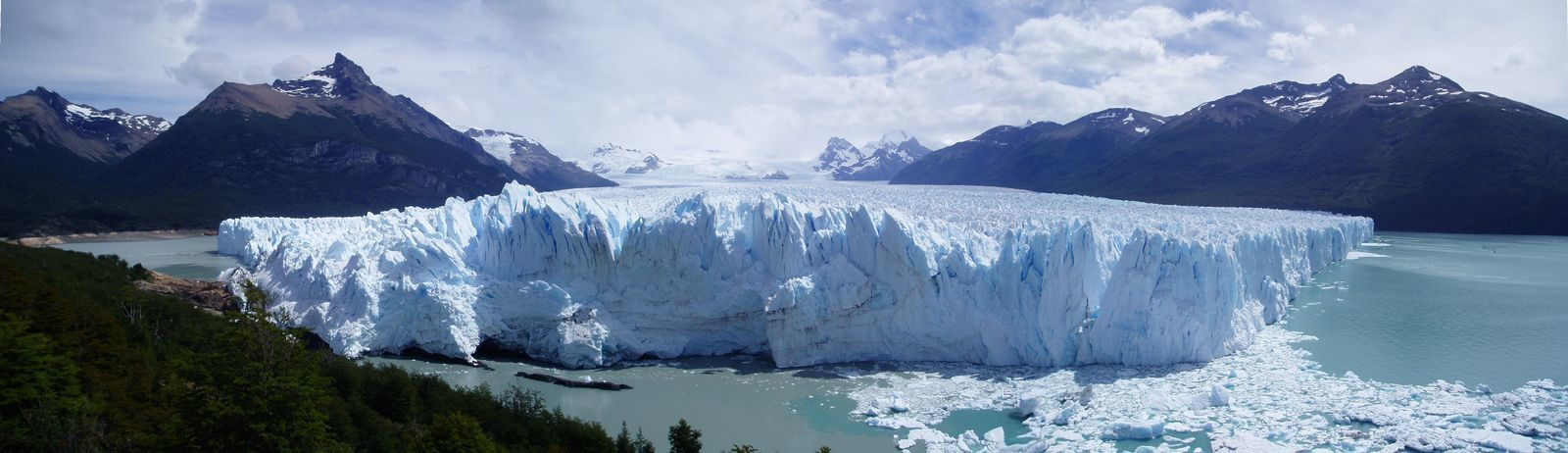 les glaciers des andes (puerito moreno,) et les constructions de carlos martini a bariloche