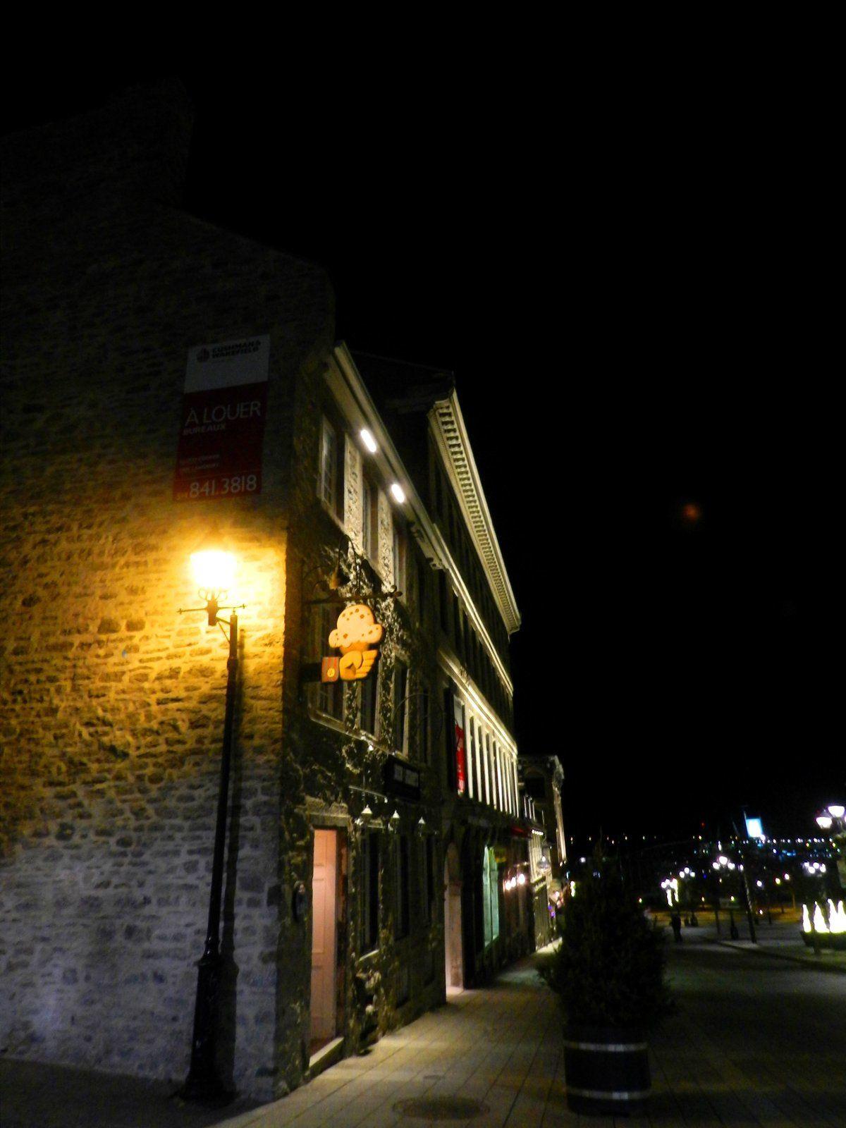 Le Vieux Montréal et sa Patinoire