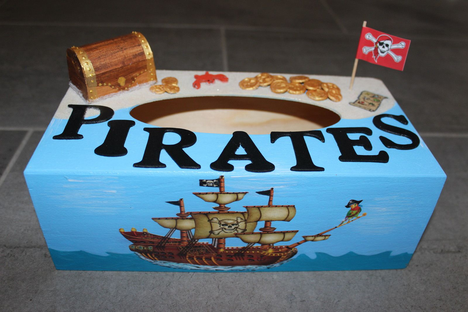 Boîte à mouchoirs pirates