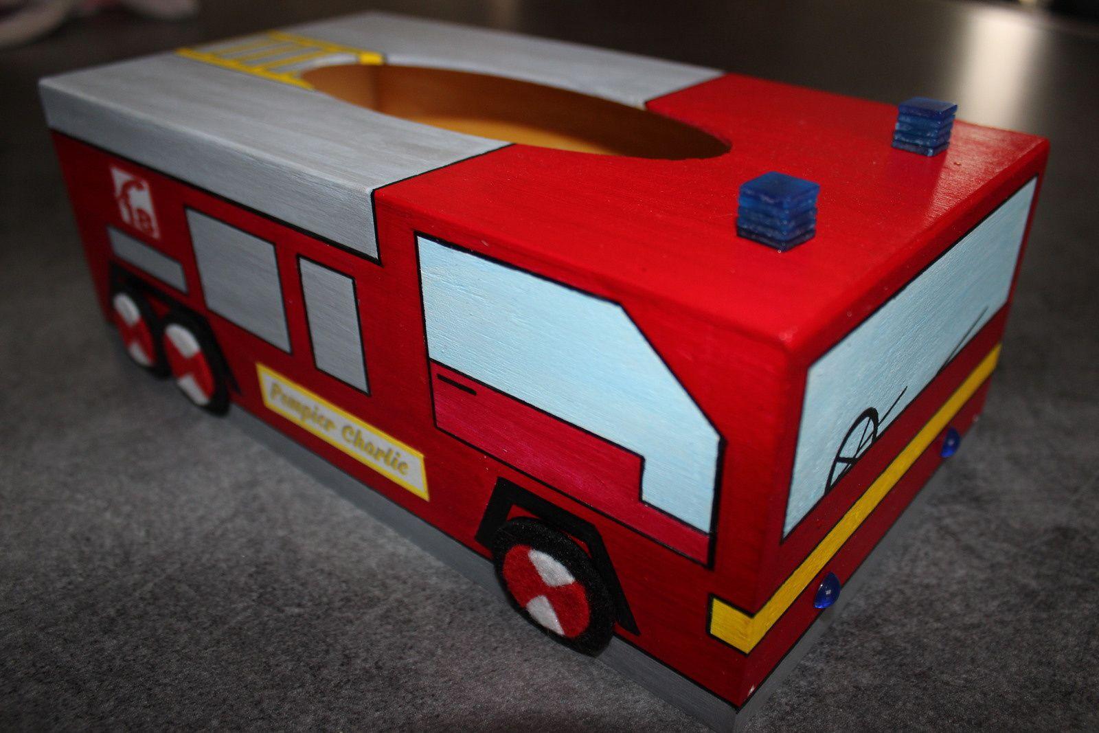 Boîte à mouchoirs pompier