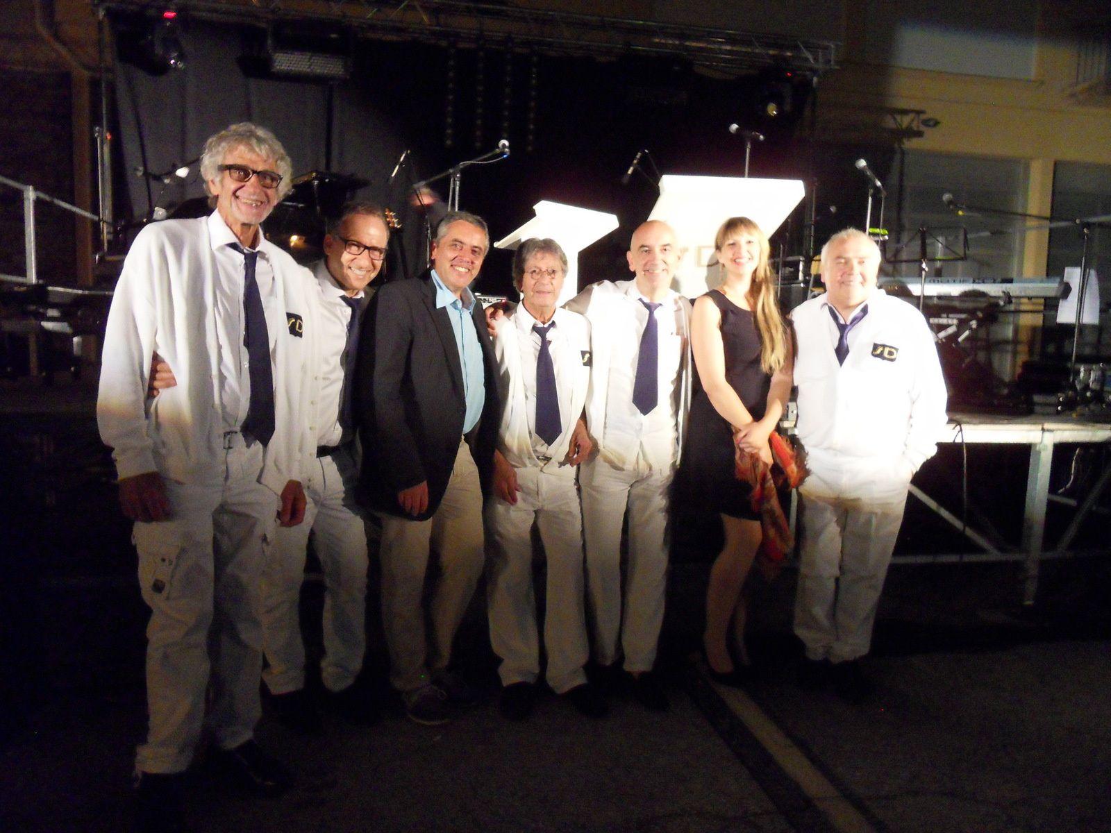 Laurent Distel, avec les Collégiens Bernard Arcadio, Franck Sitbon, Tony Bonfils,  Thierry Chauvet-Peillex, Raymond Gimenès et la chanteuse de jazz Charlotte Perrin
