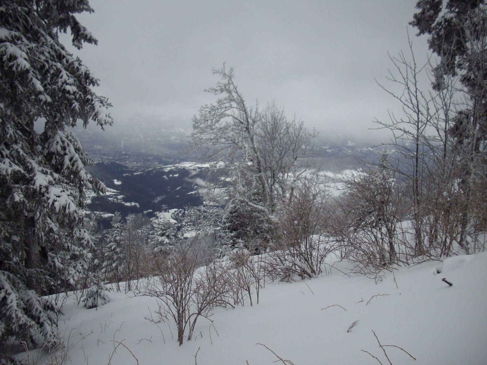 La neige est bien là et le décor bien planté.