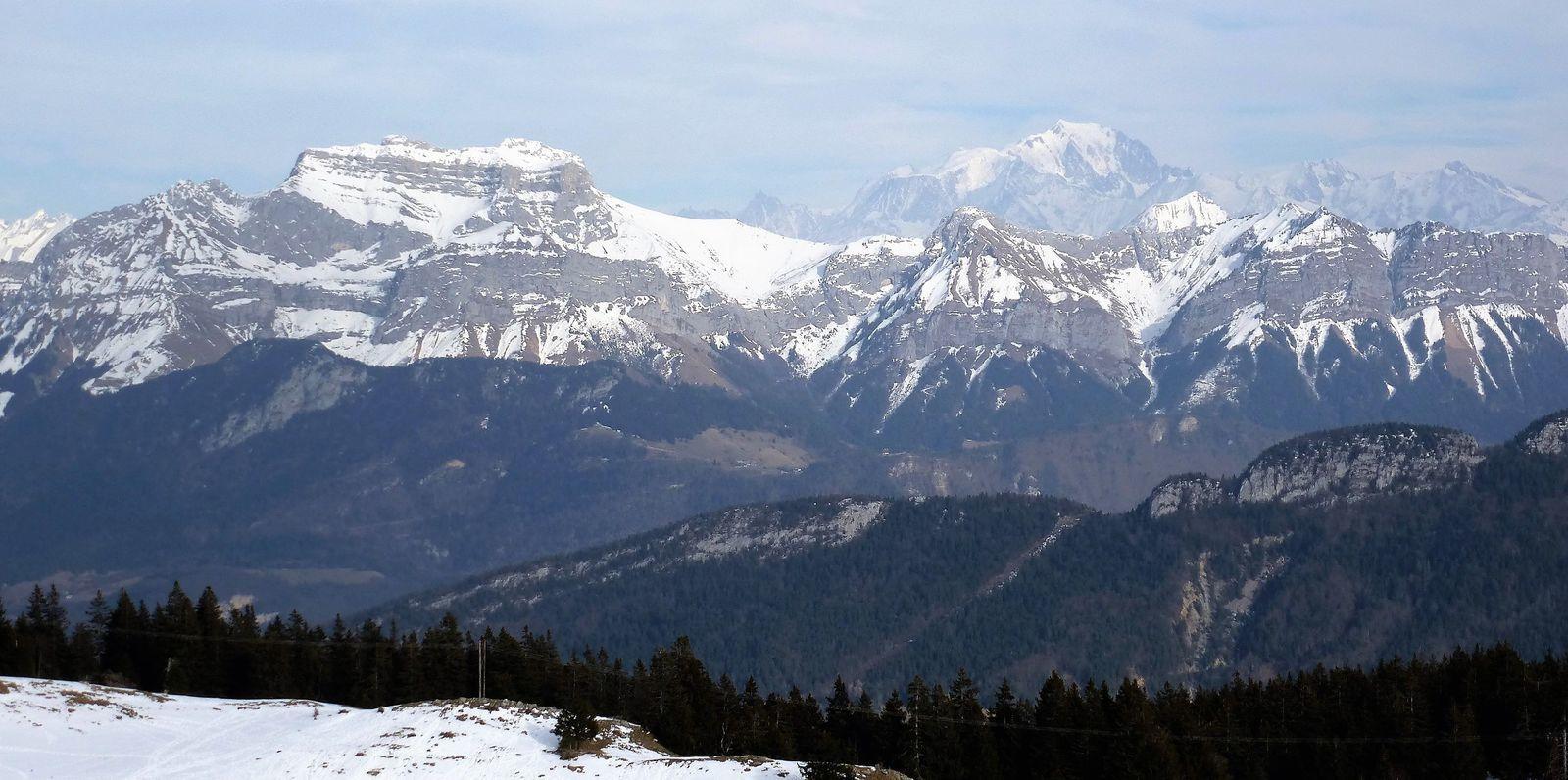 Splendide vue sur la Tournette et le Mont Blanc versant Italien