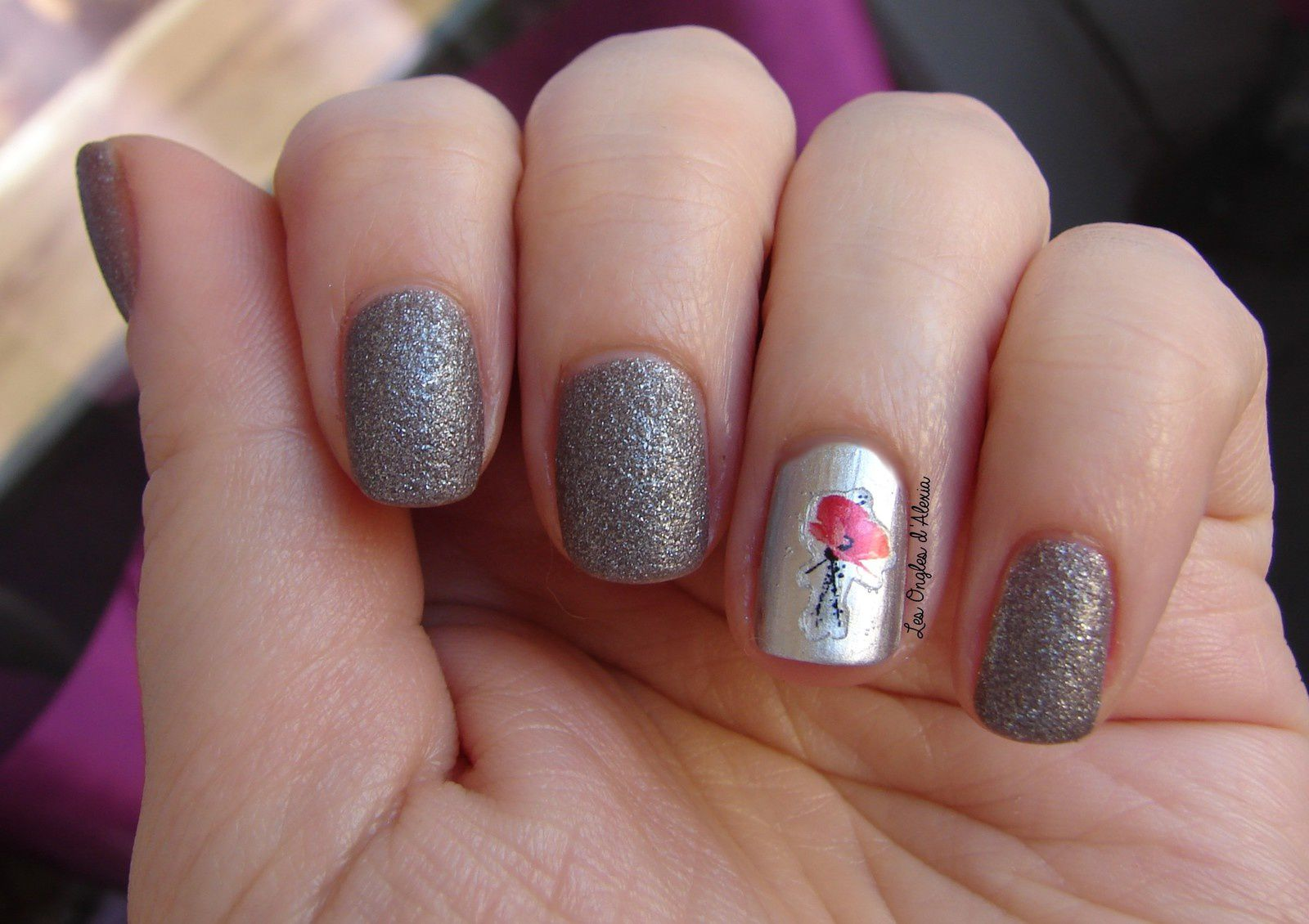 Accent Nail Gris