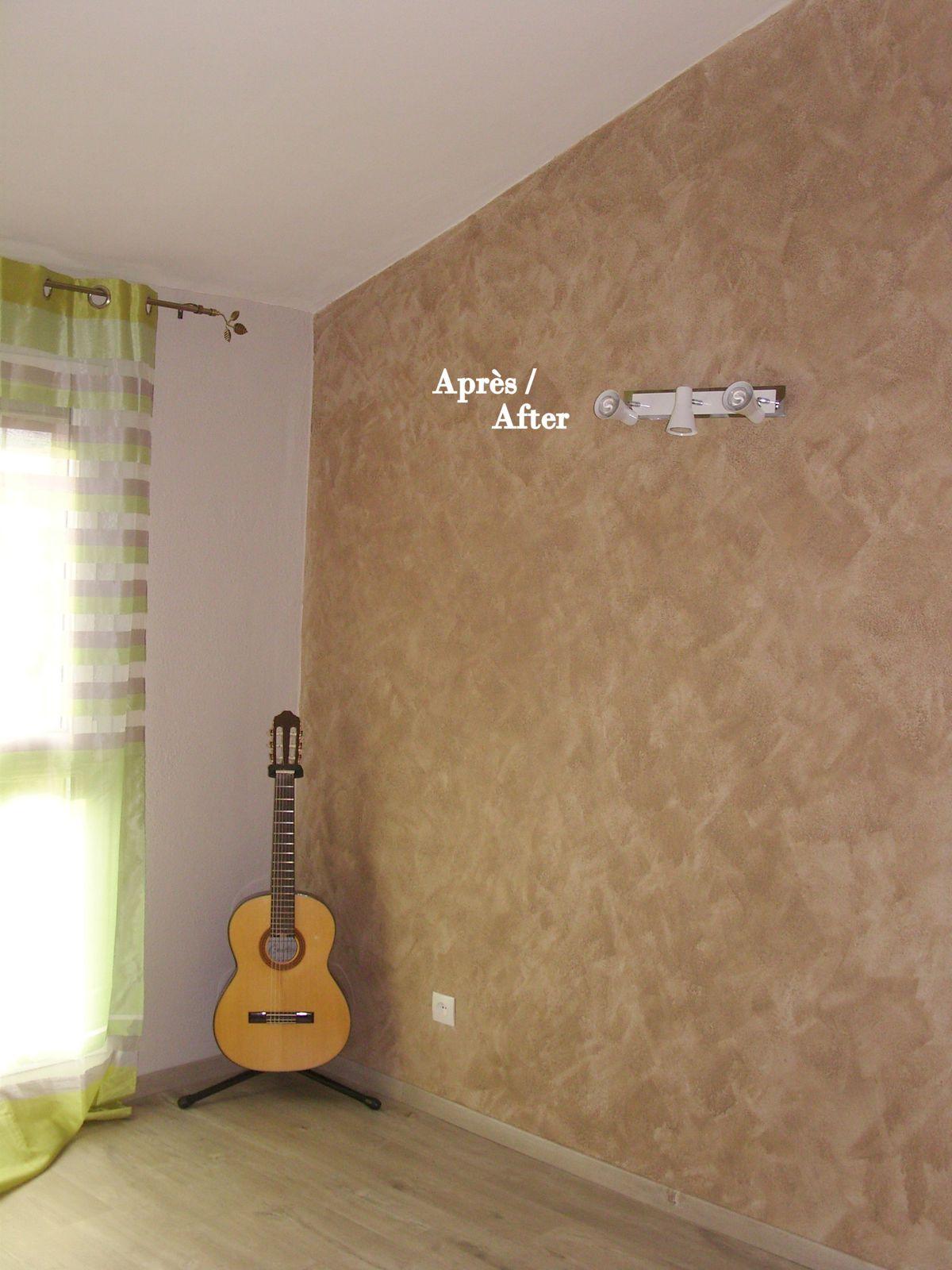 Décoration d'une chambre d'adoléscent du sol au plafond&#x3B; Couleur des murs &#x3B; Gleis claire et glacis desert effet taloché
