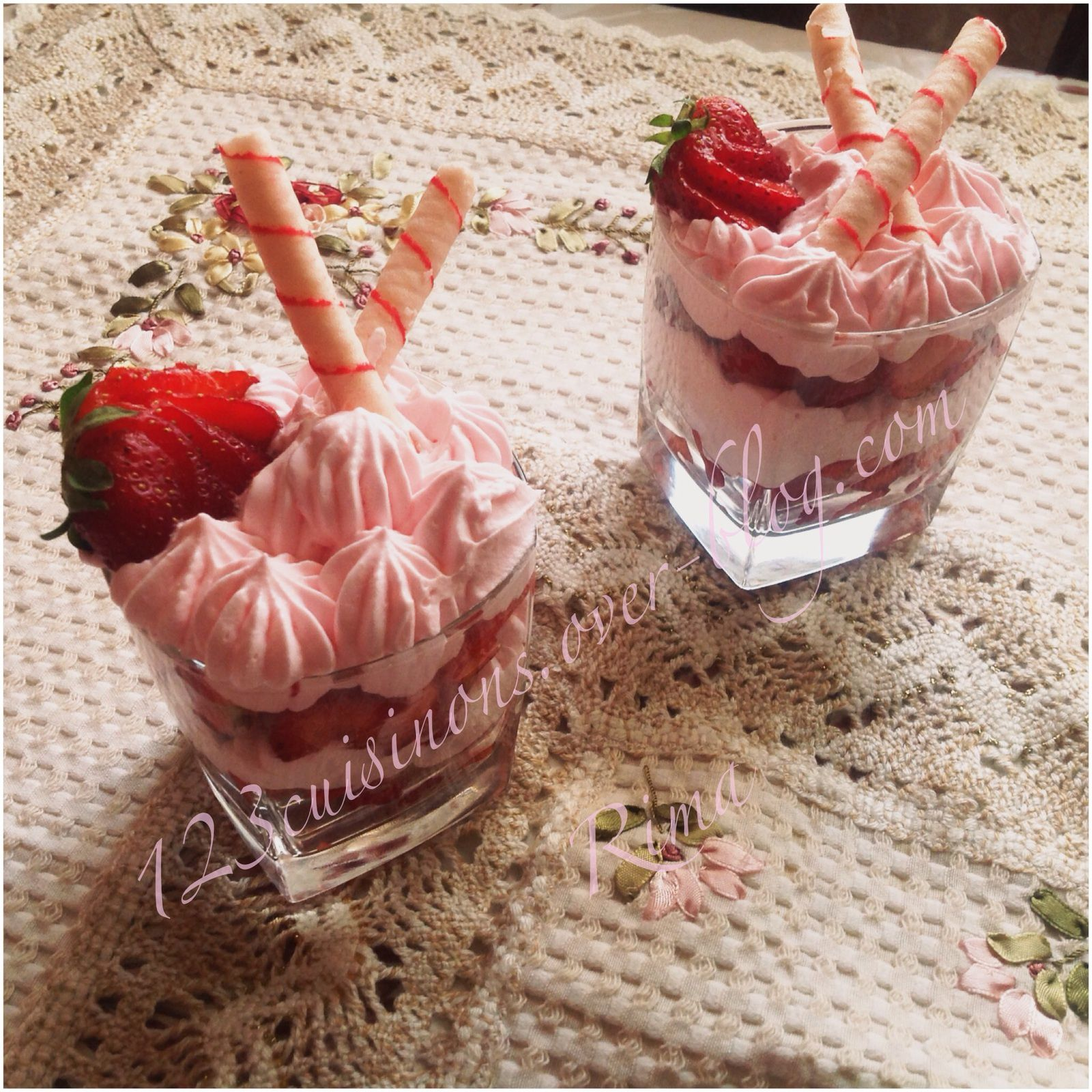 Verrines de fraises chantilly /Grenadine