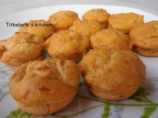 Muffins pesto, tomates séchées, parmesan, ricotta