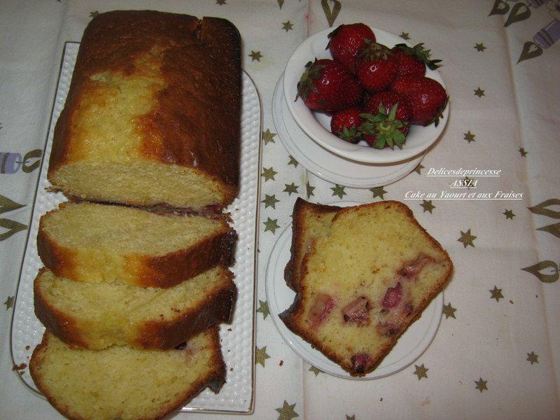 CAKE AU YAOURT ET AUX FRAISES