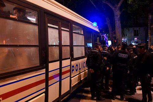 à moins que vous ne préfériez le bus de nuit mis gratuitement à votre disposition en toute sécurité