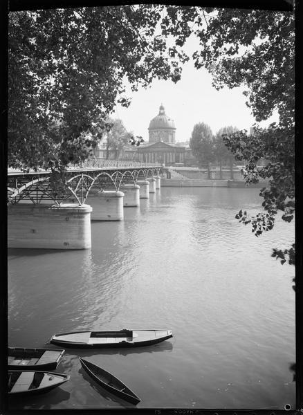 Le pont des Arts et l'Académie Française, 1947, photographie de René-Jacques (1908-2003)