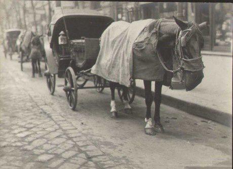 Fiacre à Paris, 1920, photographie d'André Rogie