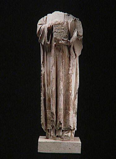 Saint Etienne, provient du portail sud de la cathédrale Notre-Dame de Paris, statue acéphale brisée à la Révolution et reconvertie en borne rue de la Santé (Marché au Charbon), découverte en 1839, Musée national du Moyen Age