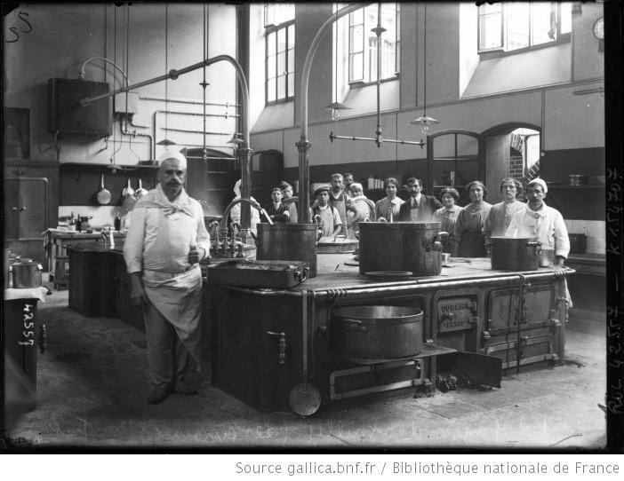 Les cuisines de Hôpital Janson de Sailly, photographie de l'agence Rol, Paris, 1914