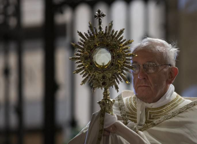 Papa Francesco celebra Corpus Domini, photo Alessandra Tarantino (2013)
