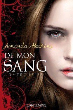 De mon sang - Tome 3 - Troublée / Milo se découvre une vie amoureuse, Mae perd la tête et Jane est accro aux morsures de vampire. Et, surtout, si Alice ne parvient pas à contrôler sa soif, elle risque de tuer quelqu'un. Est-il bien raisonnable, dans ces conditions, de se porter volontaire pour affronter de redoutables vampires ? Alice s'en moque : quand la vie de ceux qu'elle aime est en jeu, la jeune fille ne recule devant aucun sacrifice.