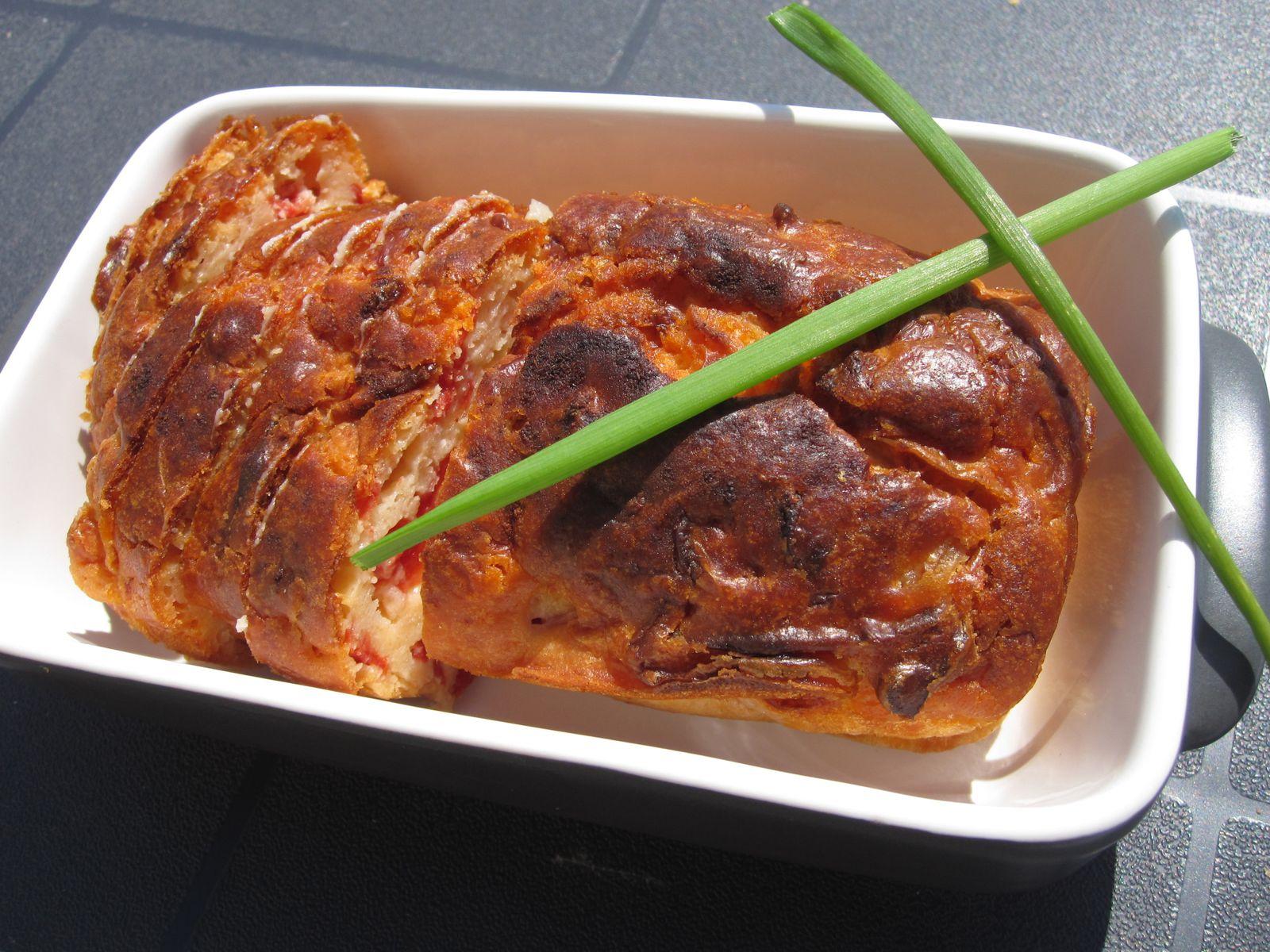 Celui-ci est le cake chèvre frais, tomates, oignons et persil poêlés...