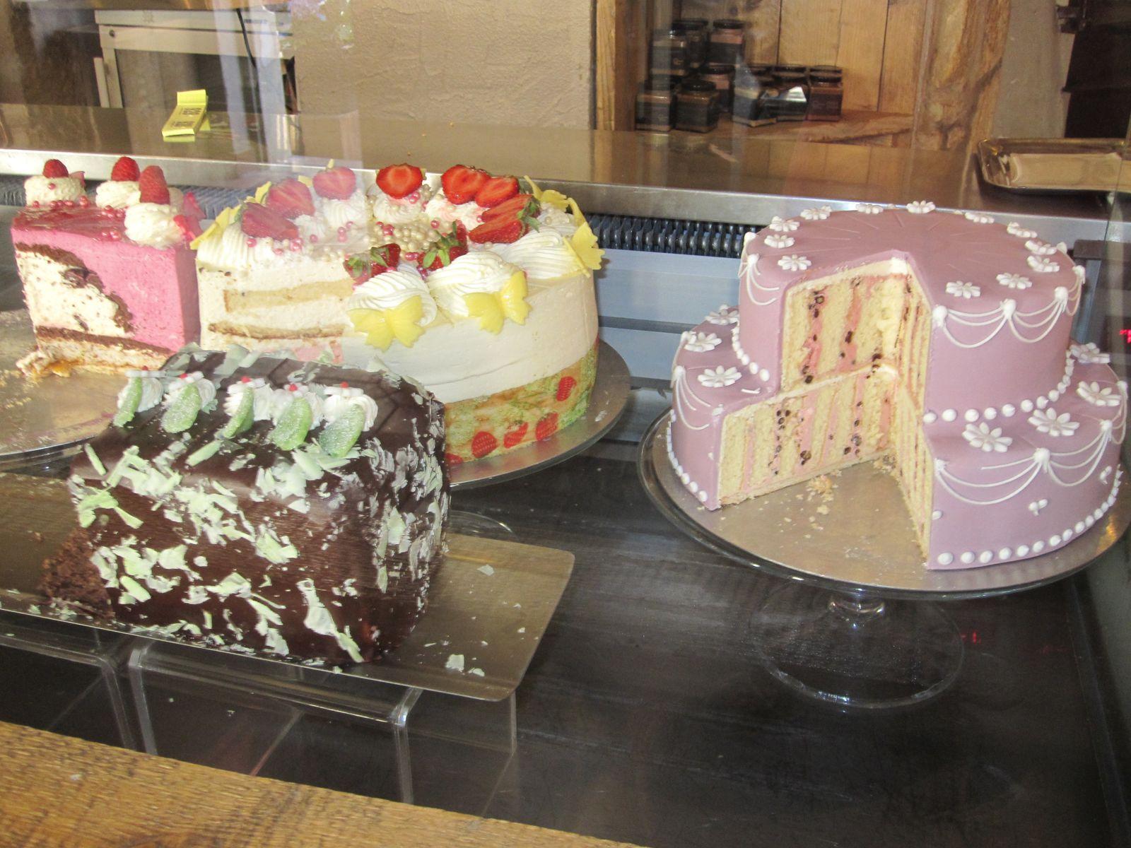 Des gâteaux énormes!