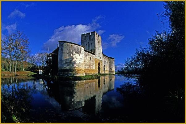 C'est avec plaisir donc que l'office du tourisme vous accueille sur les Lieux Historiques tous les jours de 14h à 18h. + d'infos:    http://www.tourisme-vaucouleurs.com