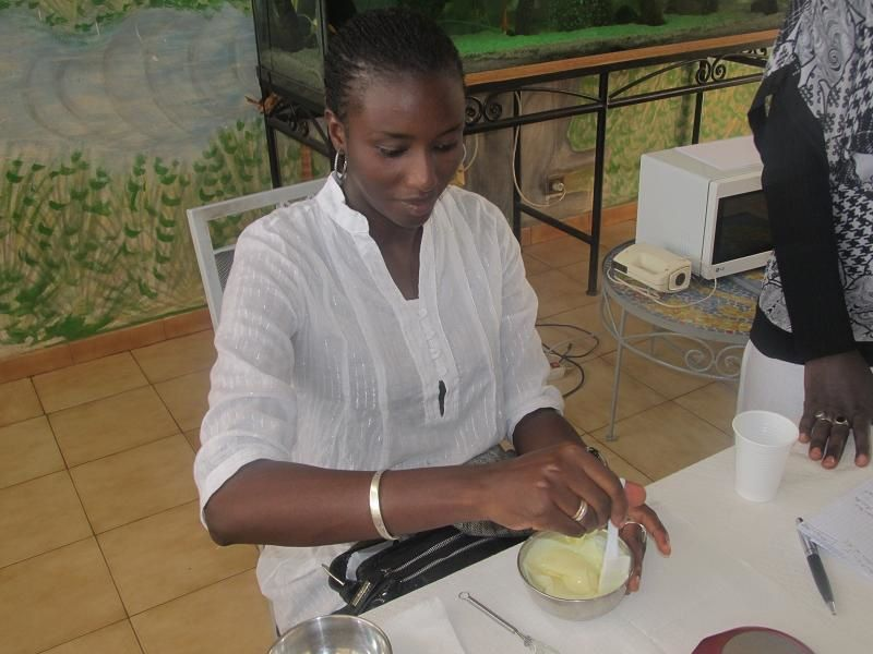 Atelier cosmétique à Dakar, Sénégal octobre 2011
