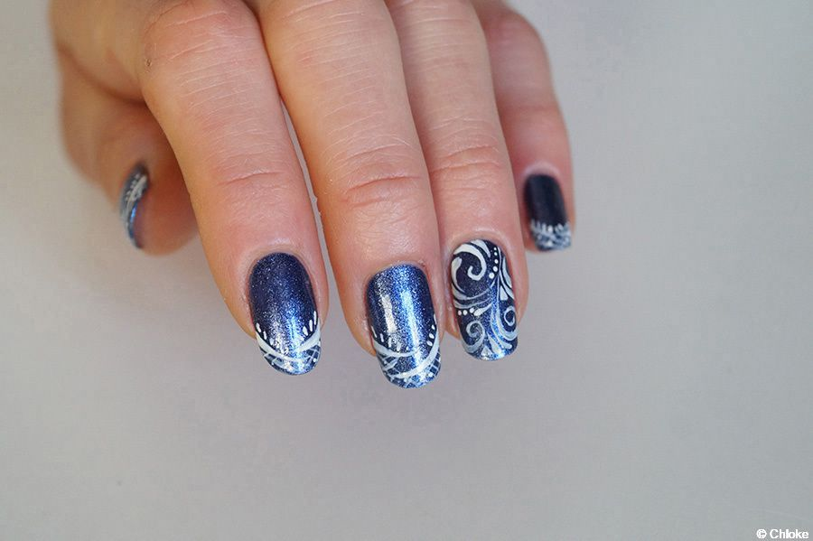 Nail art - Arabesques abstraites