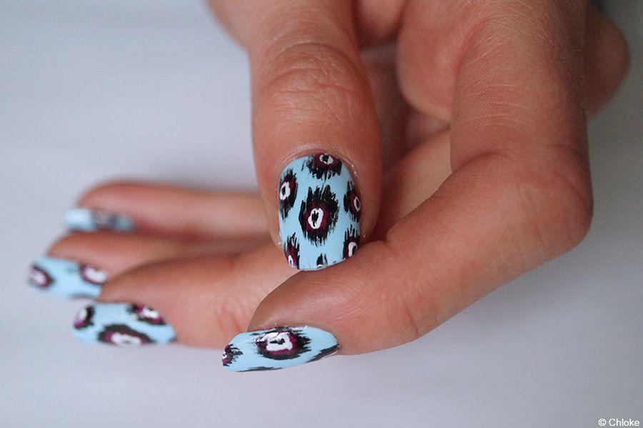 Ikat nails bleutés