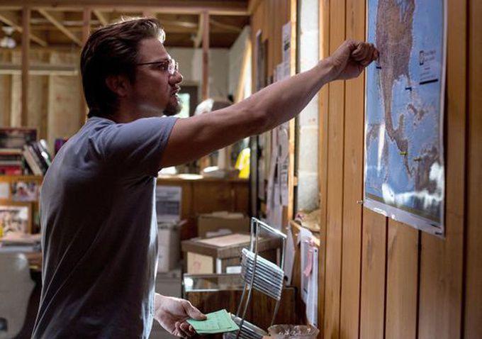 Premières photos de Jeremy Renner dans Kill the Messenger (photos) !