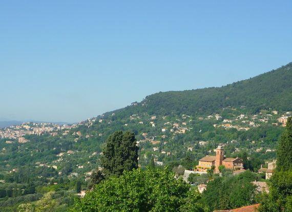 Le Bar-sur-Loup / Les collines azuréennes en grimpant sur les bèlvédéres.