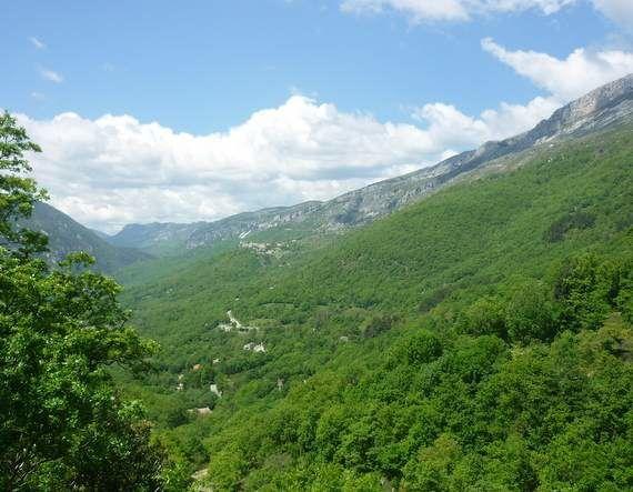 Le village de Coursegoules à + de 1000m et la montagne du Cheiron