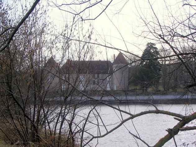 ......route, au revétement dégradé, qui rejoint le village des Boulards.......déja vu..!