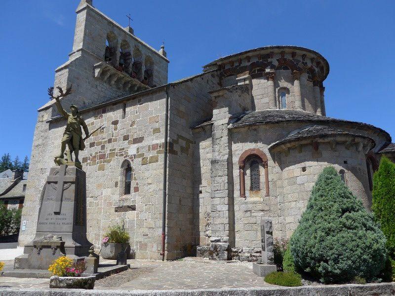 L'église romane du XIIe ...son clocher à peigne...