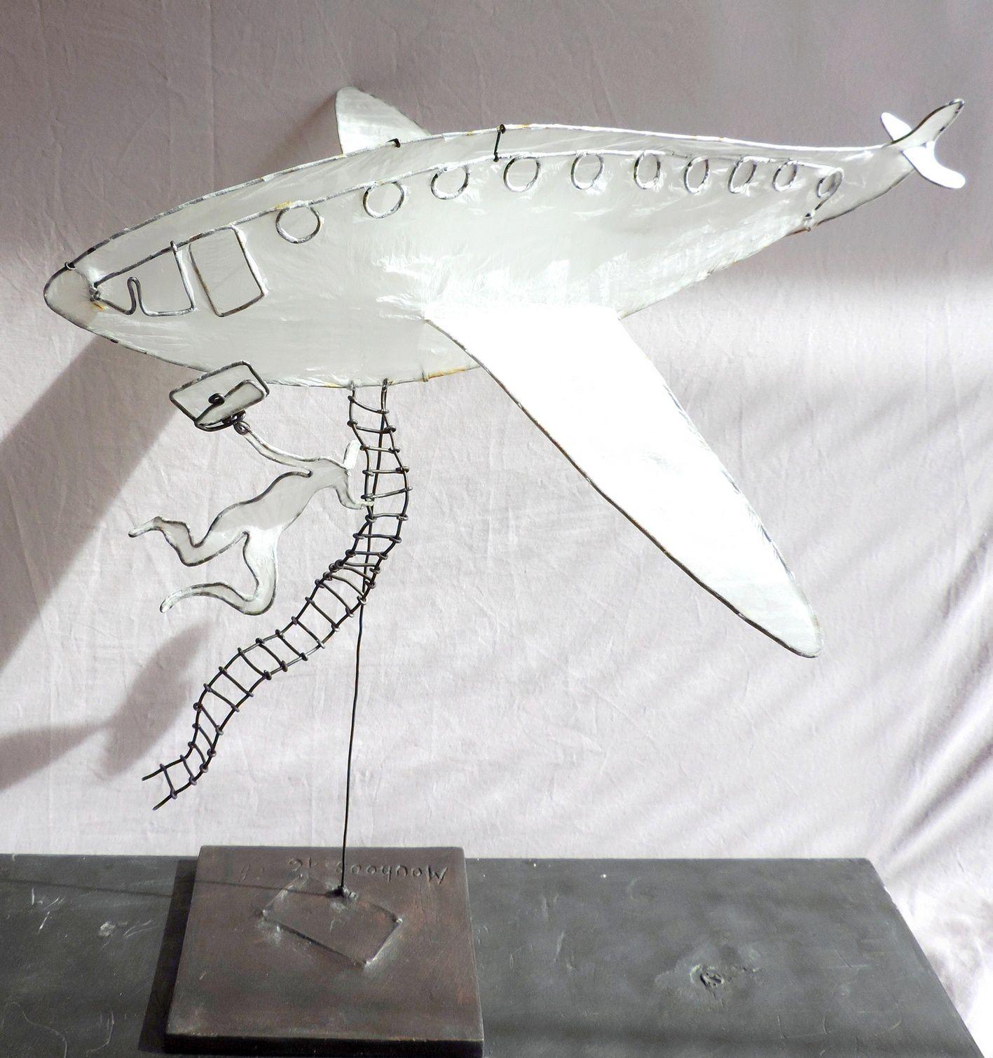 l'Homme à la valise et l'avion   h : 32 cm