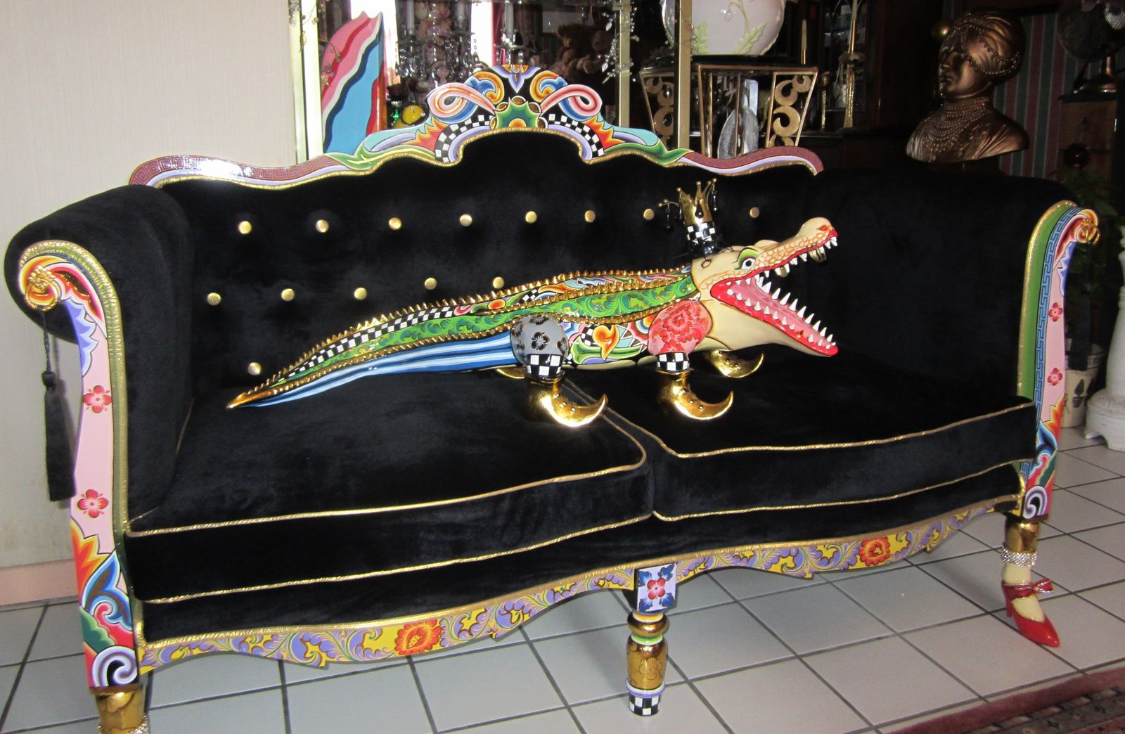 SOFA et ALLIGATOR de TOM'S COMPANY