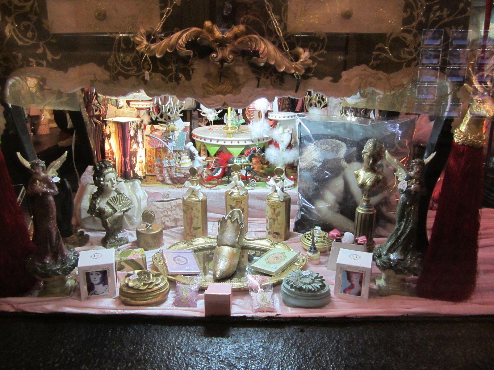VITRINE DÉCEMBRE 2014 Dessous table centrale La NUIT