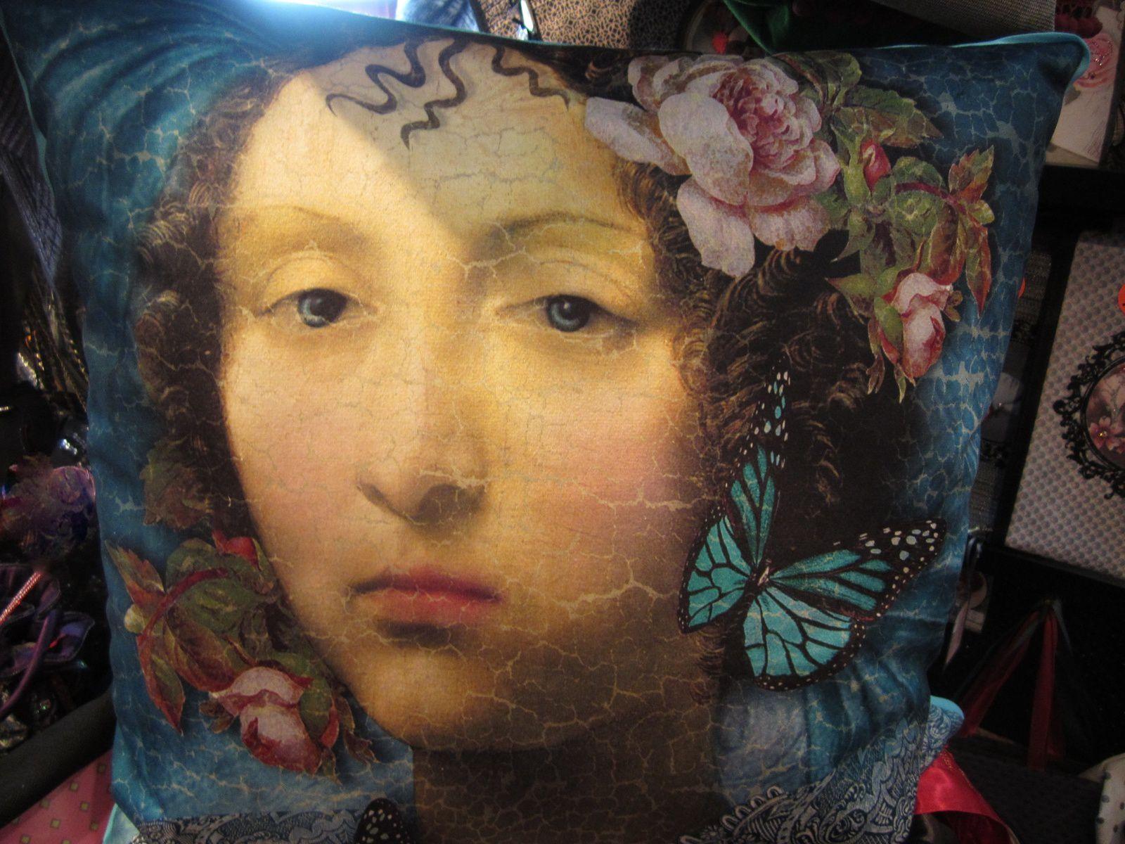COUSSIN MADONNE BLEUE d'OIA ( 50x50 cm )