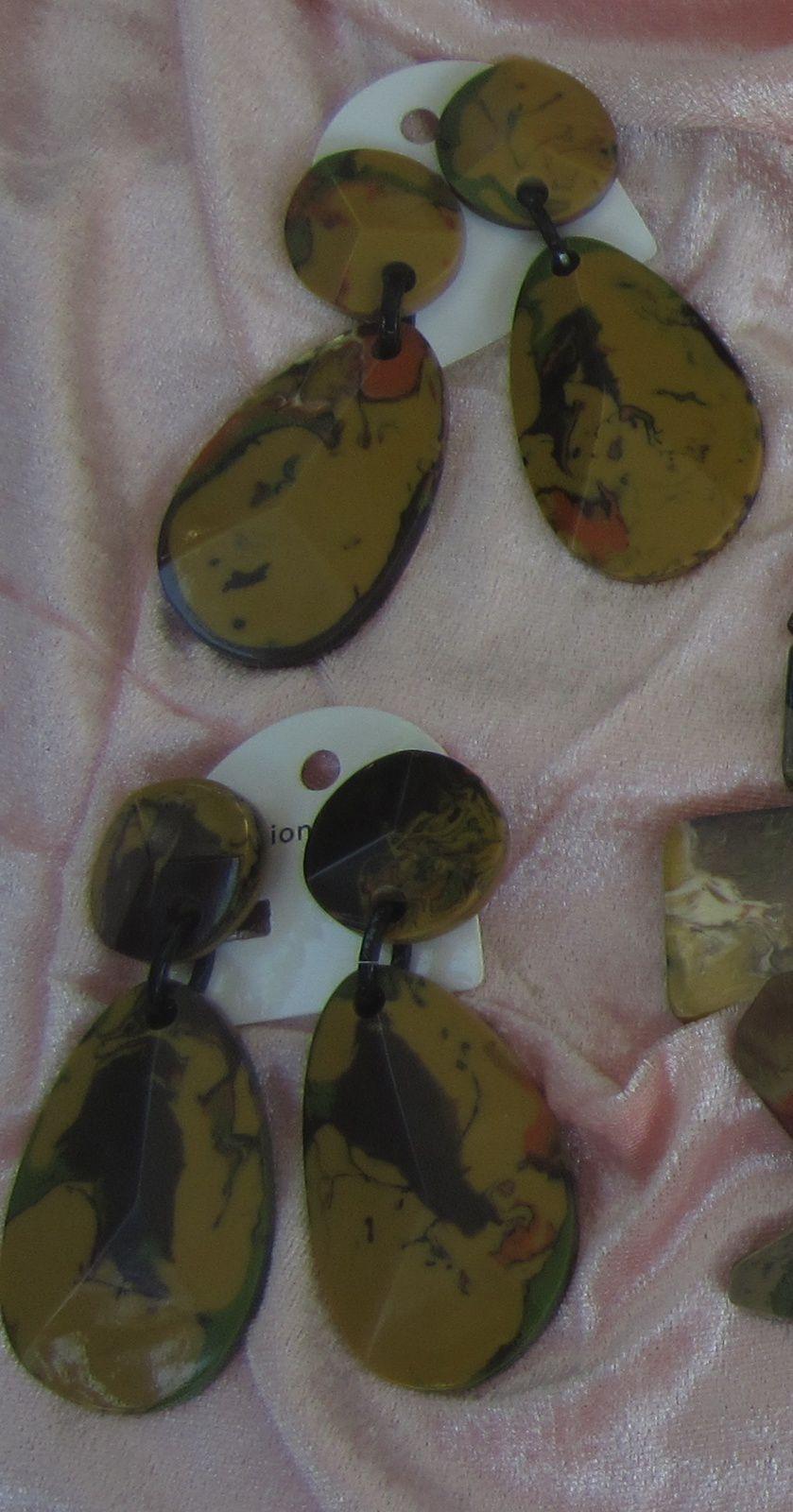 Boucles d'oreille ( clip ) en résine imprimé des deux cotés par MARION GODART