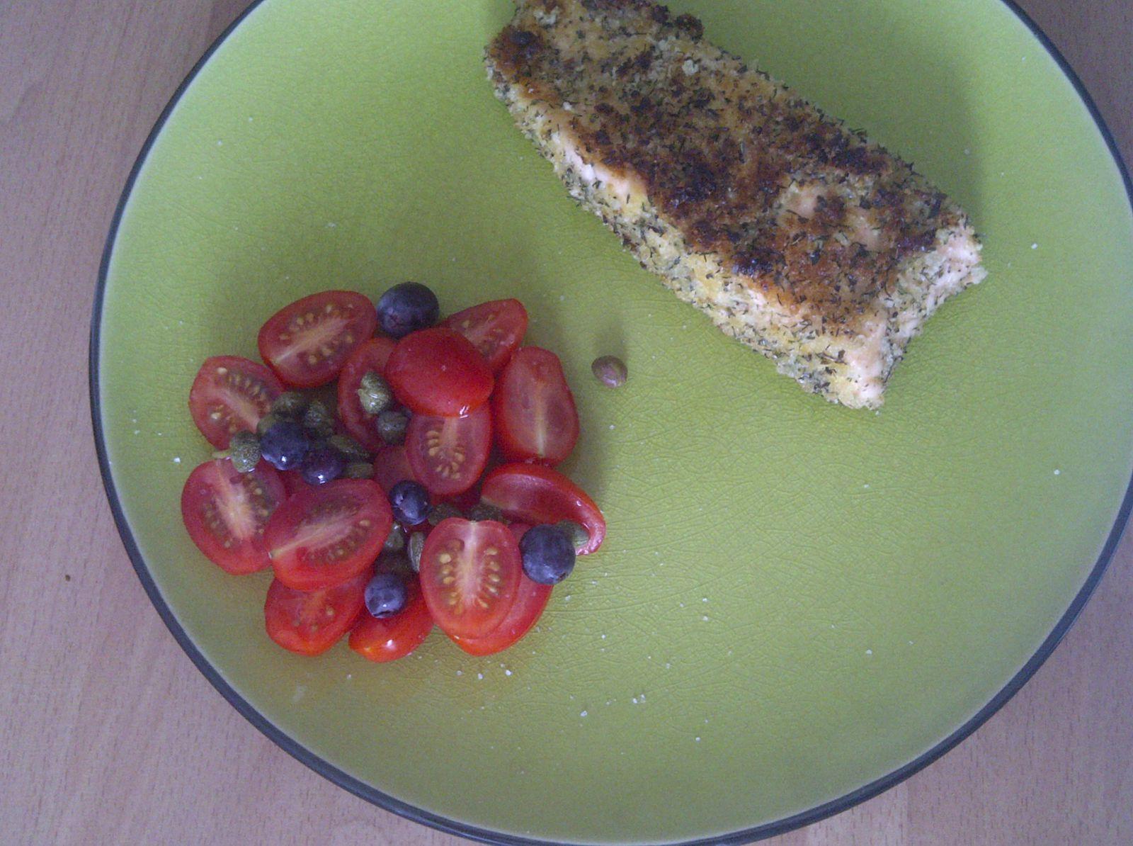 Saumon pané et ses tomates coeur de pigeon en salade