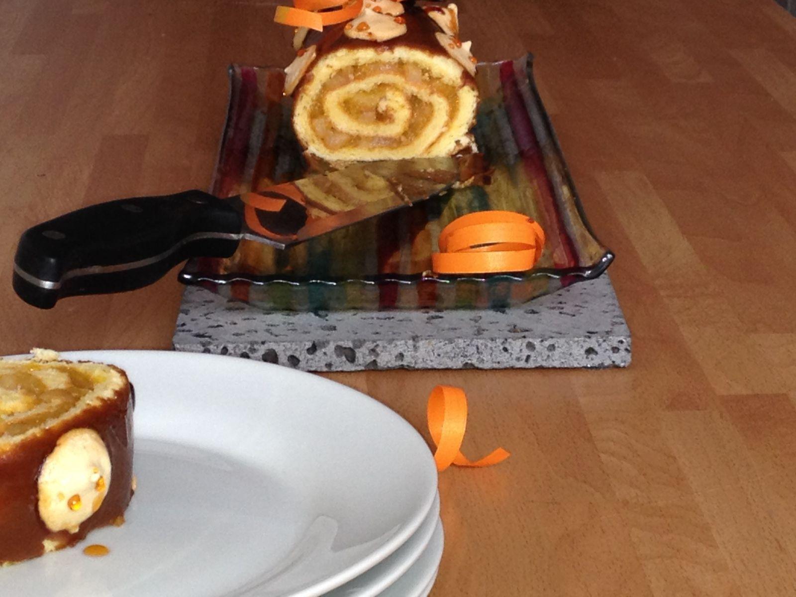 Bûche de Noël, poires rôties à la vanille, confiture de mangue et pâte à spéculos