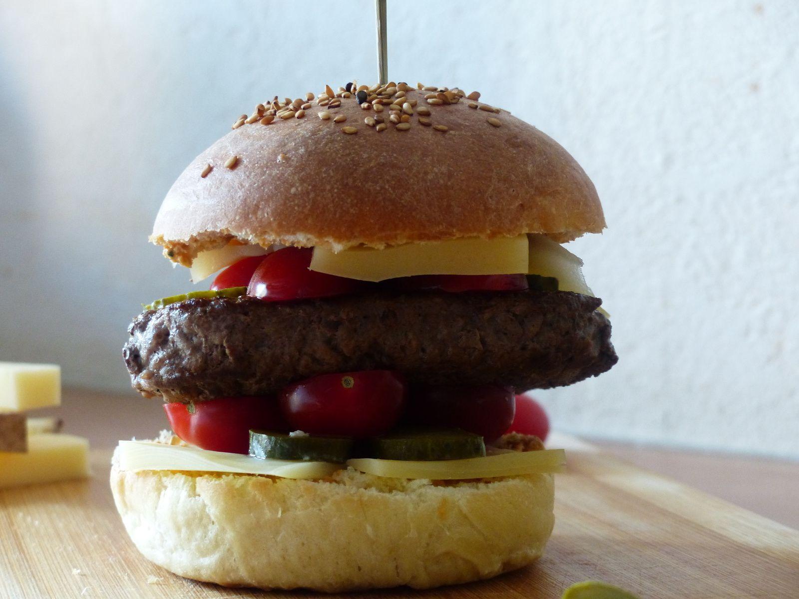 Hamburger au Comté et pesto rosso