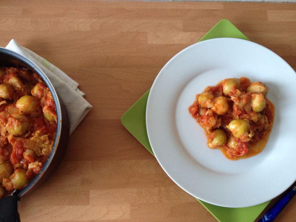 Choux de Bruxelle à la sauce tomate épicée