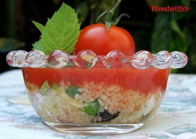 Qualche non ricetta per un aperitivo fresco e colorato : involtini di peperone e bicchierini colorati