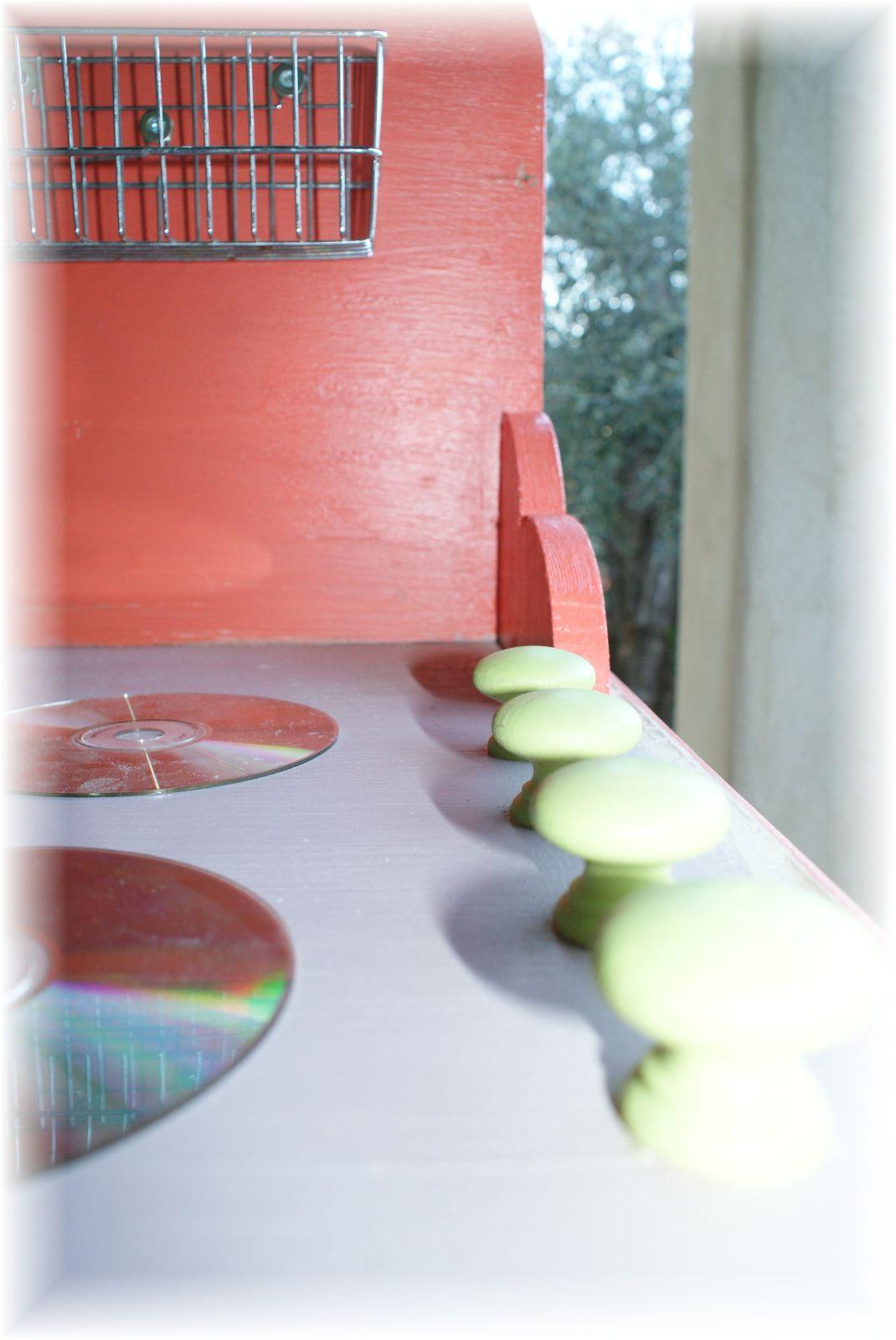 Diy cuisine pour mes cuistos les broutilles de nanou Bouton sur plaque porte meuble cuisine
