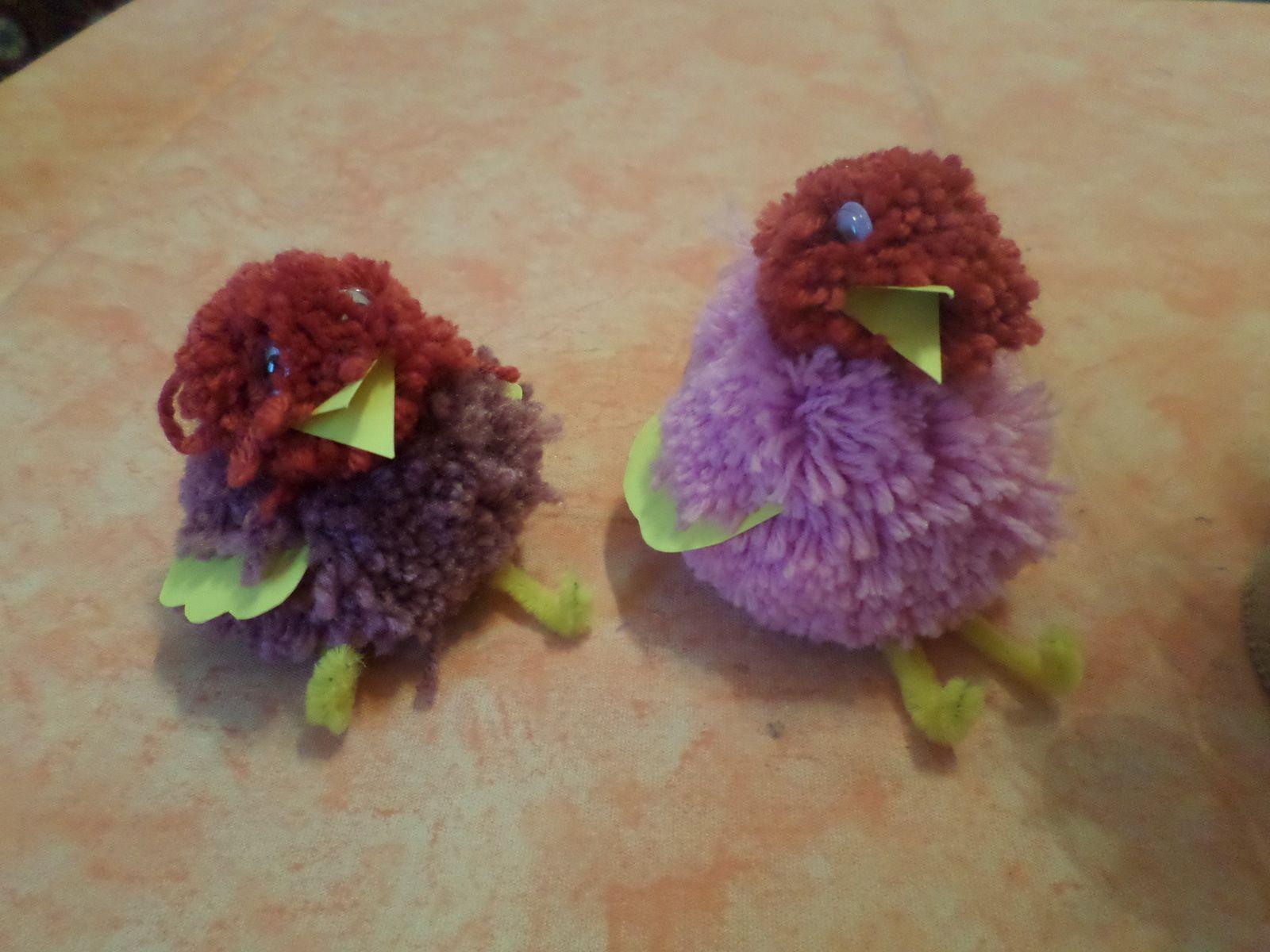 des poussins multicolores dans l'imaginaire des enfants ont trouve de tout