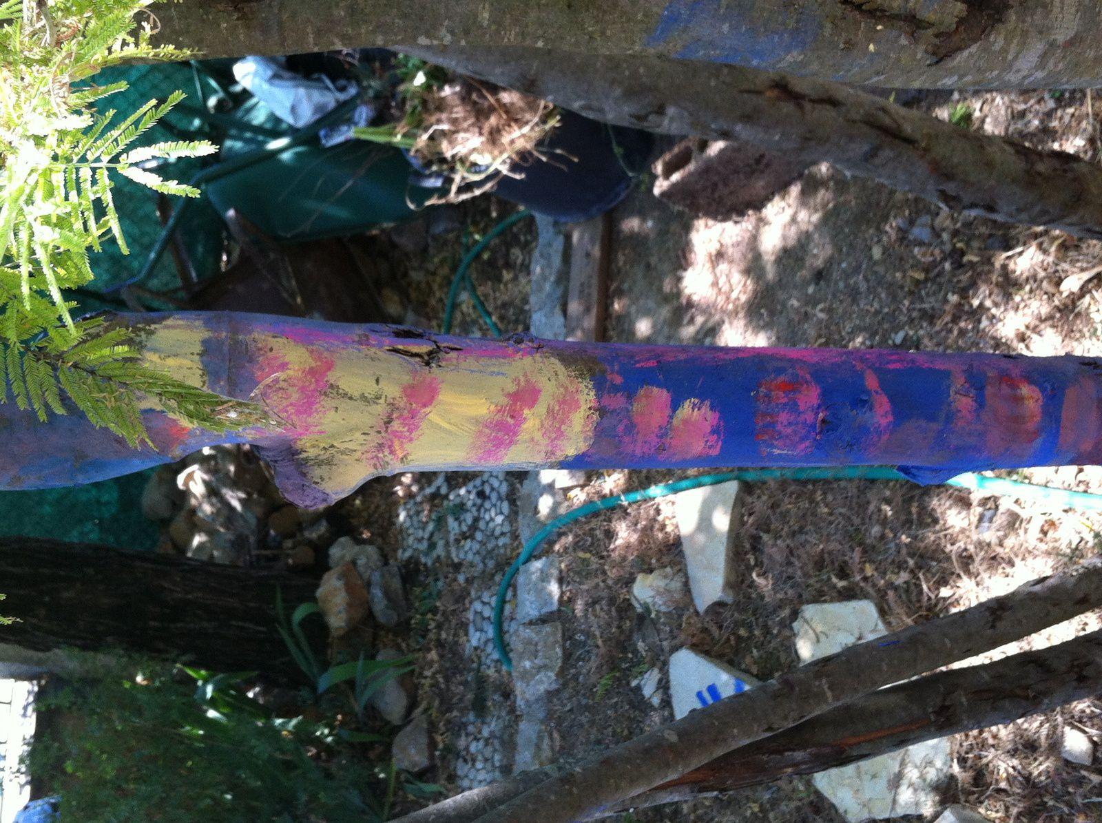 Au jardin de l'art avec les arbres