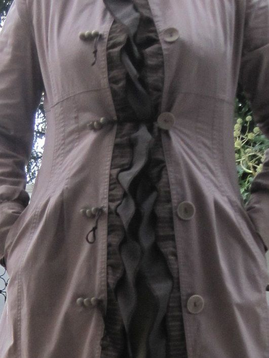 Transformation d'un trench en coton taupe